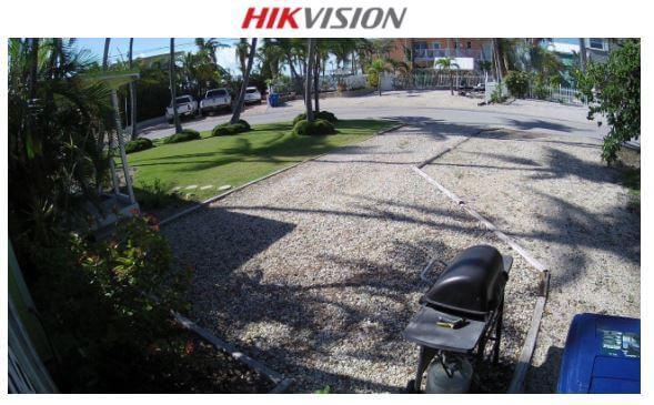 Câmera Hikvision em área externa
