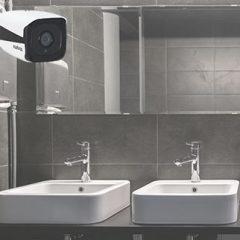 câmra de segurança no banheiro