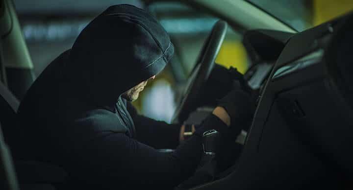 Um ladrão de carros em ação