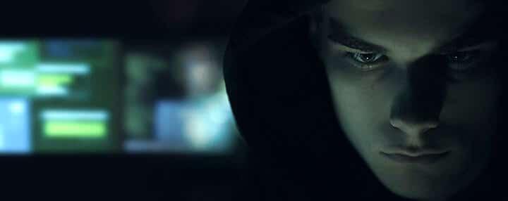 Hacker tentando invadir câmeras de segurança