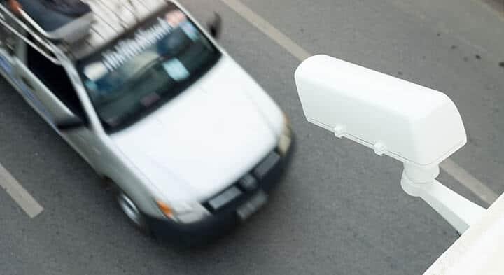 Câmera de segurança apontada para o carro