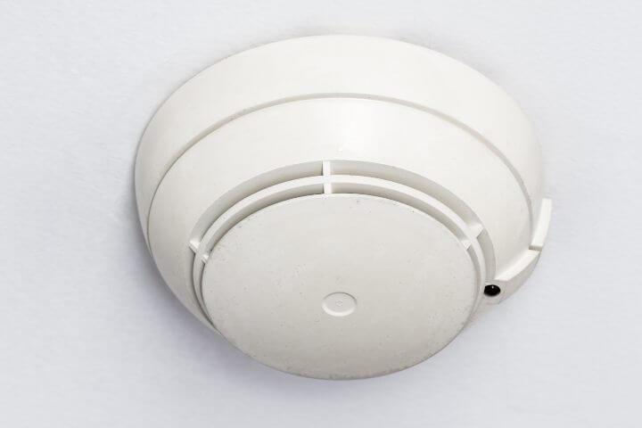 Câmera escondida em um detector de fumaça