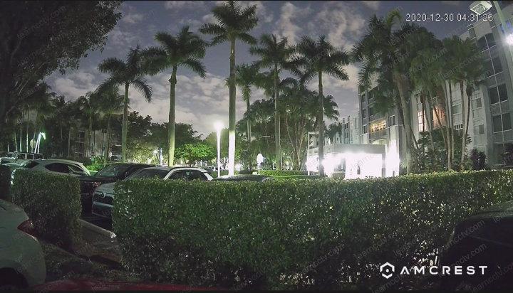 Câmera Amcrest instalada externamente