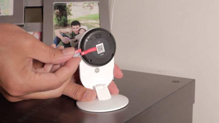 Câmera com entrada para cartão de memória